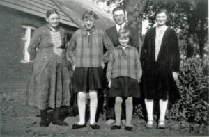 Bedstemor og 4 børn