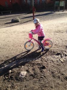 Ella på cykel