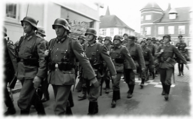 Tyske soldater marcherer i Holbæk.