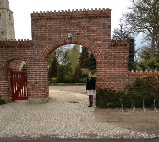 Indgangen til Tveje Merløse kirkegård