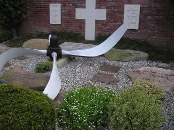Flyvergraven på Skarrild kirkegård