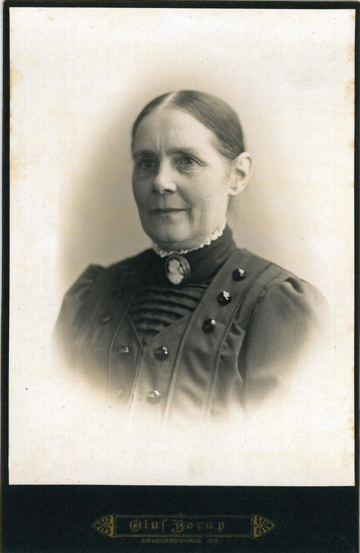 Julie Holm