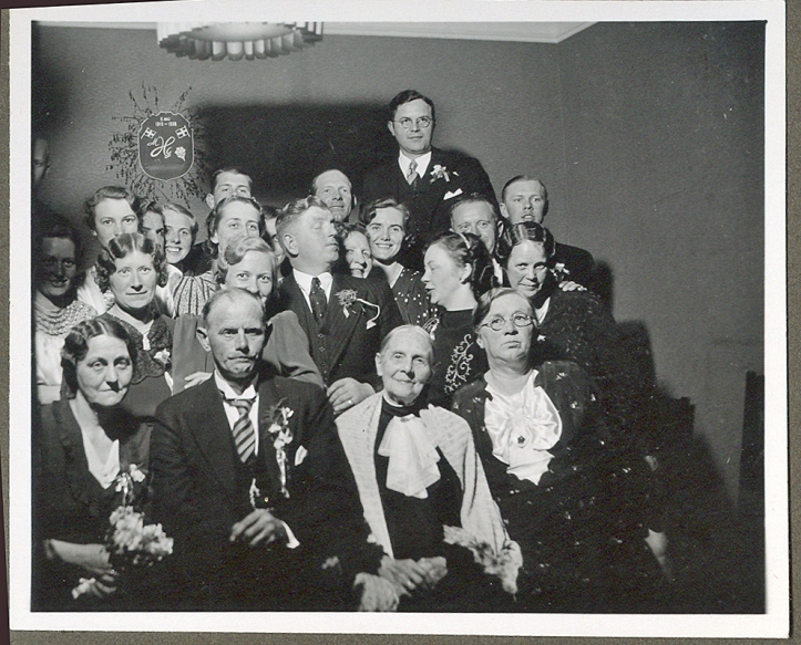 julie_holm_90år_familiebillede-1