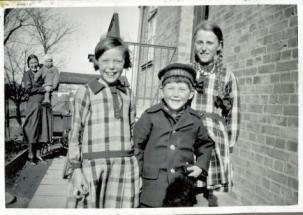 Eva med Ruth og William