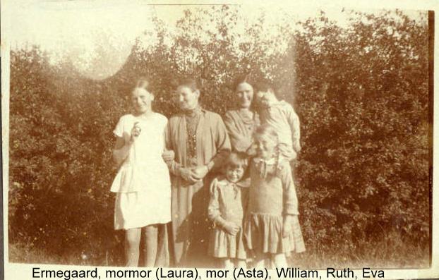 Ruth og Eva der griner