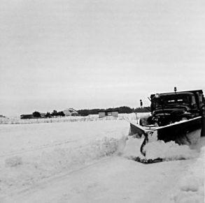 Lastbil med sneplov