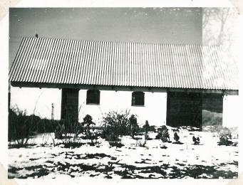 Tilbygning med hestestad og maskinhus