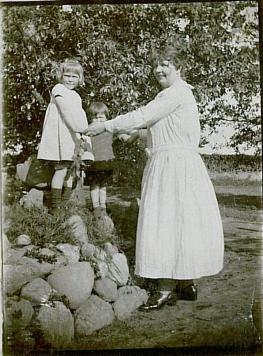 Helle og Carsten med barnepige