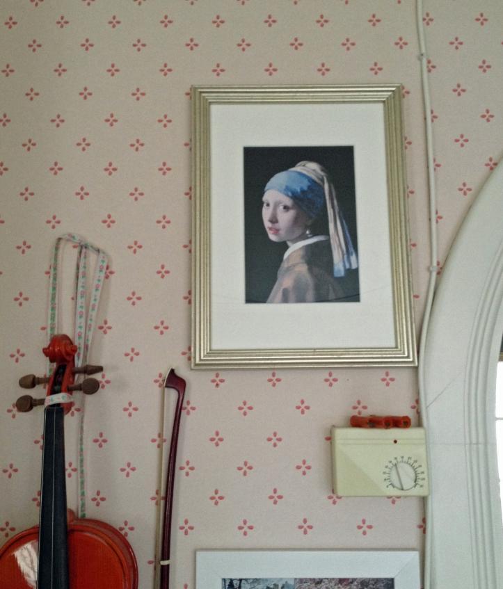 Pigen med perleøreringen