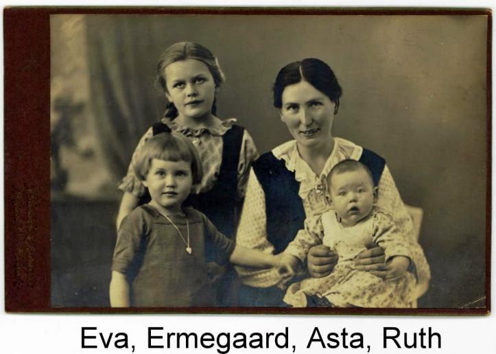 Ruth med mor og søskende