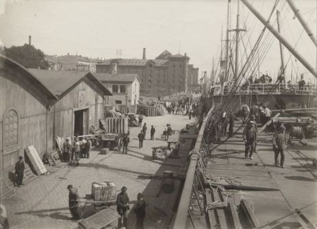 Larsens_Plads_-_America_boat_(1850-1900)