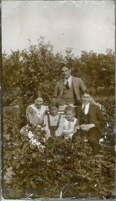 Lotchen og Ermegaard sammen med Asta Svend og Emry