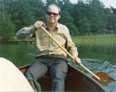 Aage styrer kanoen