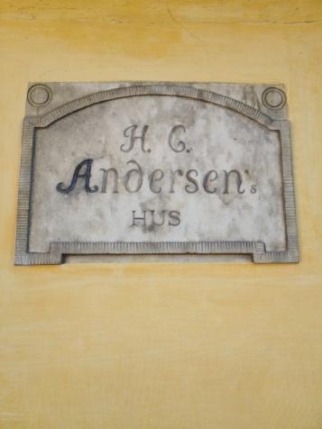 Tavle på uset, men ikke fra HC Andersens tis