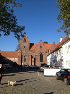 Kig mod en kirke