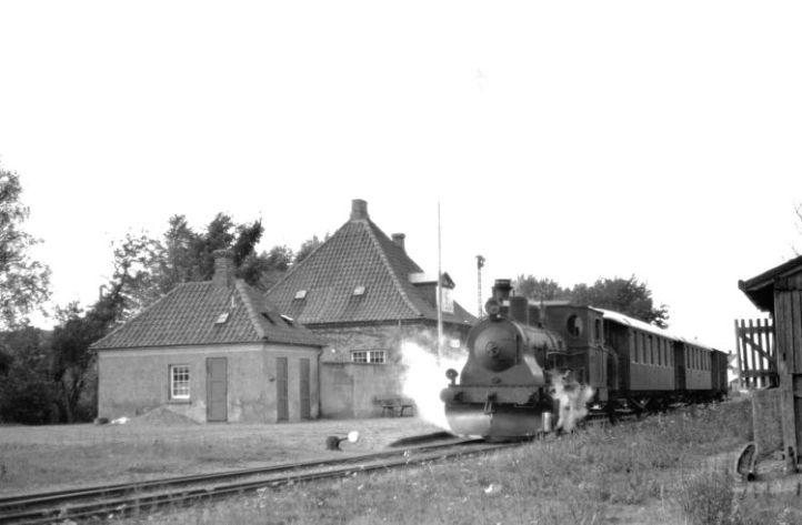 185-EVP.271.II.14.SNNB.Kettinge st med saertoget.Set mod NV. 18.10.1964