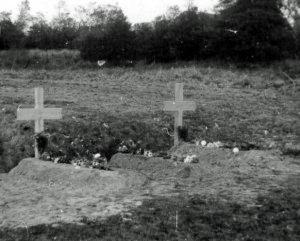 Flyverne begravet på marken