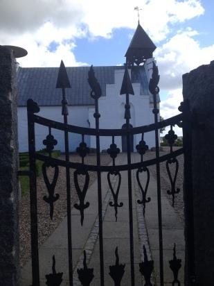 Indgang til Låstrup kirke