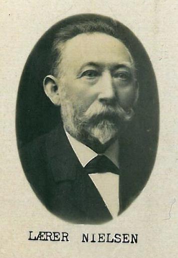 Emrys far Ludvig kaldet Nielsen