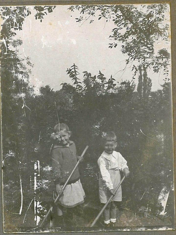 Et par små havearbejdere