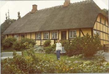Degnehuset 1979 fra haven