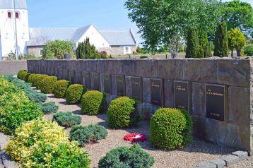 Flyvergrave på Vadum kirkegård
