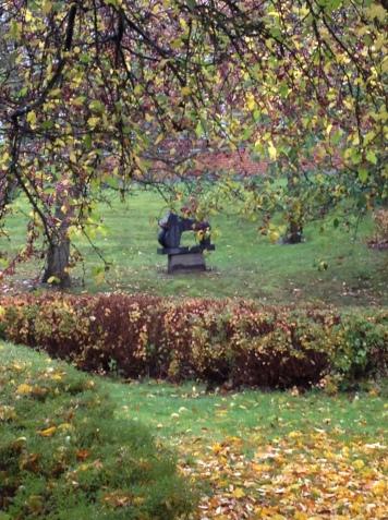 Skulptur af Erik Varming - efterår