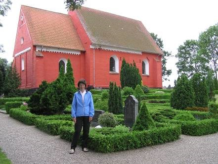 Maria poserer her ved Bregninge (Grønnegade) kirke