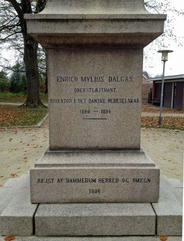 Indskrift på obelisken