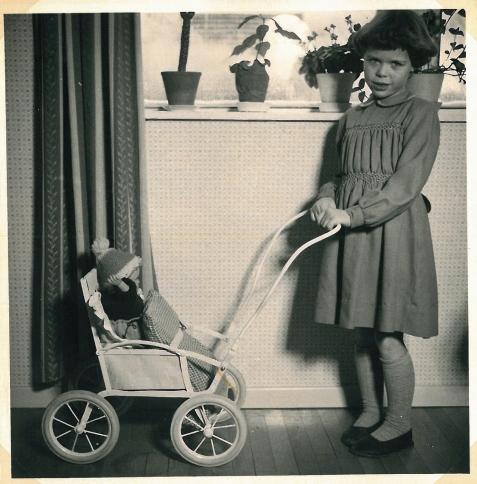 1957 Maria har fået en skøn klapvogn