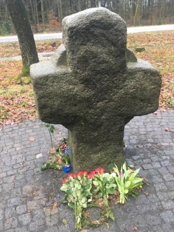 Korset med friske blomster