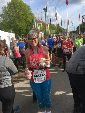 Maria med sin velfortjente medalje