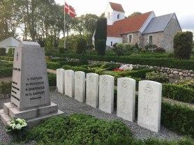 Flyvergrave på Oue kirkegård