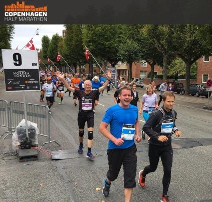 Maria passere her 9 km markeringen