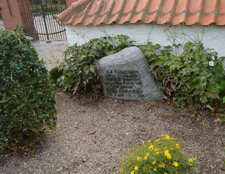 Onkel Peter og tante Elisas gravsten