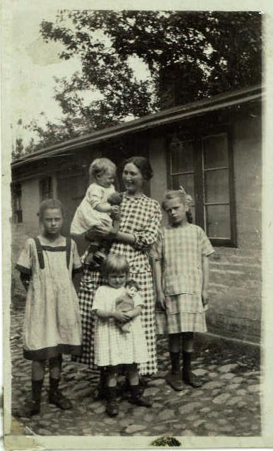 Lotchen, Ruth med bamse, Asta, Ermegaard, Eva med dukke