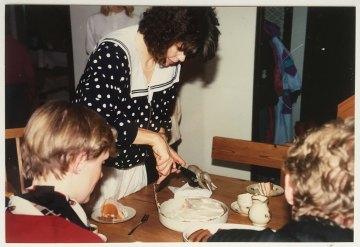 1991-Storvreta kagen skæres for