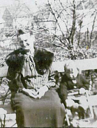 Laura og Ruth med dukkevogn