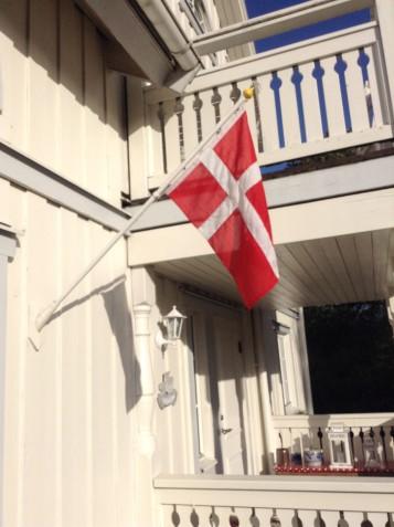 Flaget vajer på Engbjerg