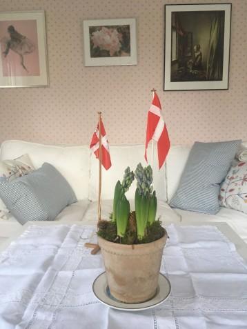 Blomster og flag