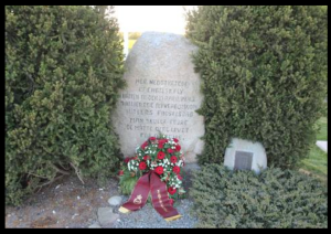 Bøgballe memorial with wreath from the Home Guard