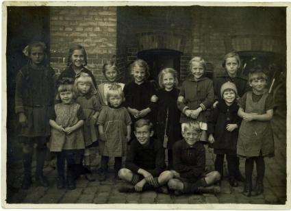 Børn i gården Øresundsvej 24